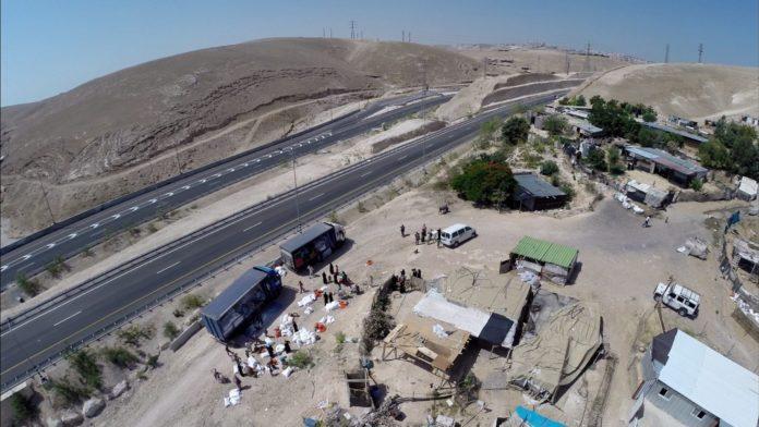 Khan al-Ahmar. Foto Regavim.