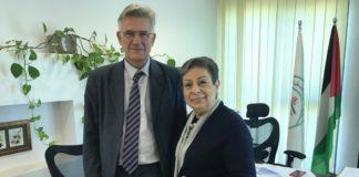 Christian Clages und PLO-Exekutivkomitee-Mitglied Hanan Ashrawi am PLO-Hauptsitz in Ramallah. Foto Ashrawis Büro