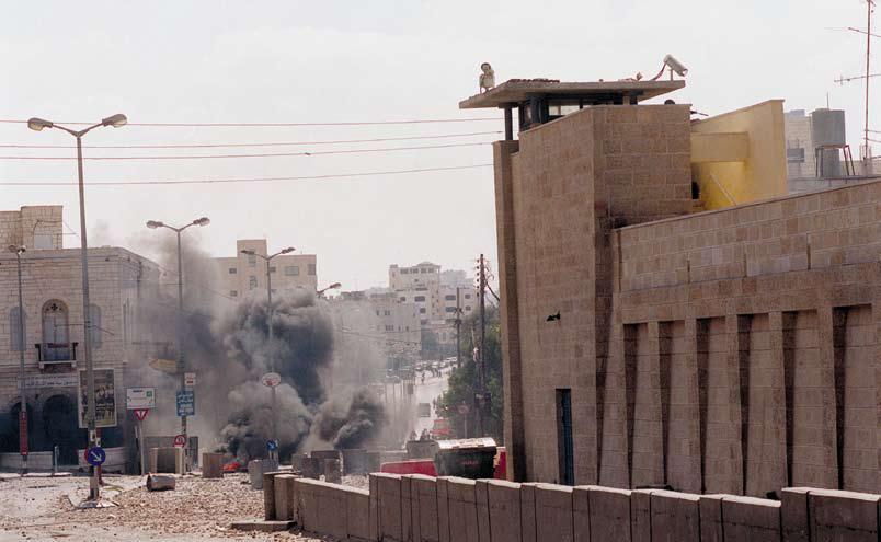 Rachels Grab, Oktober 2000, zu Beginn der zweiten Intifada. Im Rahmen des Abkommens von Oslo 2 wurde Bethlehem an die Palästinenser übergeben. Das Grab der nahegelegenen Rahel wurde hunderte Male angegriffen, und Israel musste es befestigen. Foto Amos Ben Gershon, Pressebüro der Regierung