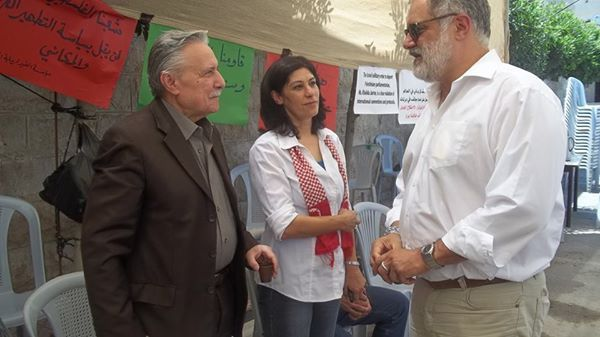 Der Sozialdemokratische Schweizer Ständerat Carlo Sommaruga (SP Genf), setzte sich 2014 für die Freilassung von Khalida Jarrar, einer Vertreterin der Terrororganisation PLP ein und besuchte sie unter anderem in einem Protestzelt in Ramallah. Foto Samidoun (Palestinian Prisoner Solidarity Network)