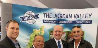 Von rechts nach links: Bürgermeister des Jordan Valley Regionalrates David Elhayani, Bürgermeister von Frankfurt Uwe Becker, der palästinensische Menschenrechtsaktivist Basem Eid und Elie Pieprz. Foto zVg