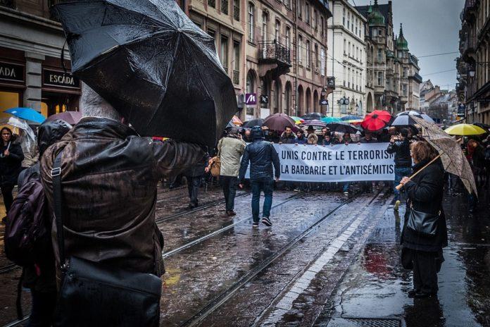 Marche Blanche für für Mireille Knoll, Strassburg 28. März 2018. Foto Claude Truong-Ngoc / Wikimedia Commons - cc-by-sa-4.0, CC BY-SA 4.0, https://commons.wikimedia.org/w/index.php?curid=67784432
