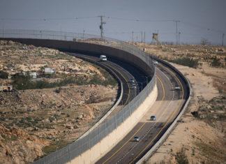Blick auf die Route 4370 nordöstlich von Jerusalem, die das Gebiet des Geva Binyamin mit der Route 1 verbindet. Foto Yonatan Sindel/Flash90