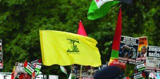 Eine Hisbollah-Flagge während einer Demonstration in London. Foto Steve Winston/ Jewish News.