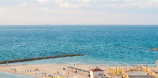 Strand bei Netanya. Foto Kambani Ramano on Unsplash.