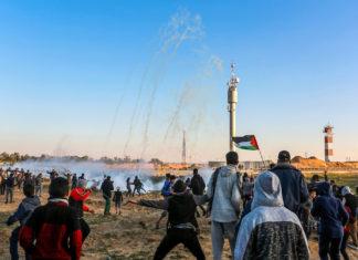 Palästinenser an der Grenze zu Israel, östlich von Rafah im südlichen Gazastreifen am 8. März 2019. Foto Abed Rahim Khatib/ Flash90