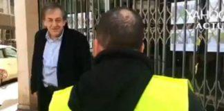 """Alain Fienkelkraut wird von Gilets Jaunes als """"dreckiger Zionist"""" angepöbelt. Foto Screenshot Youtube"""