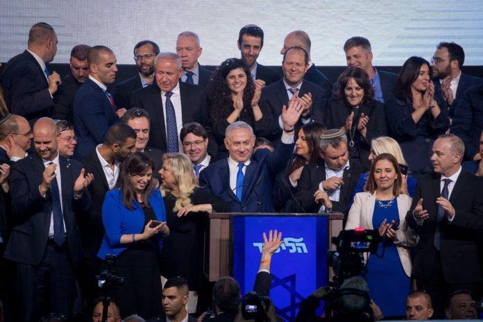 Premierminister Benjamin Netanyahu in den frühen Morgenstunden des 10. April 2019. Foto Yonatan Sindel/FLASH90