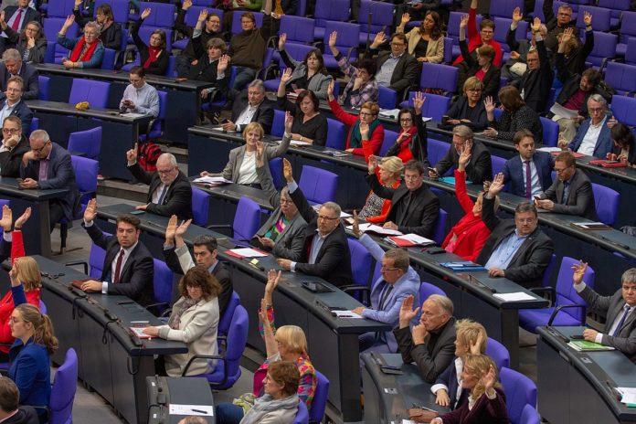 Symbolbild. Abstimmung im Plenum des Deutschen Bundesatges am 11. April 2019 in Berlin. Foto Olaf Kosinsky, CC BY-SA 3.0 de, https://commons.wikimedia.org/w/index.php?curid=78177001