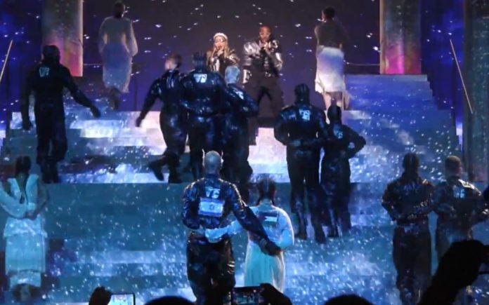 Madonna und Quavo singen