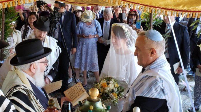 Roque Pugliese und Ivana Pezzoli heirateten am 4. Juni 2019 in der Synagoge Bova Marina in Kalabrien, Italien. Foto Shavei Israel