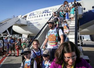 Jüdische Einwanderer kommen am Flughafen Ben Gurion in Tel Aviv an. Foto Yossi Zamir/Flash90 .