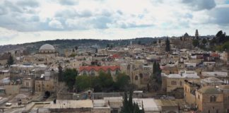 *Kippa, Kirchen und Koran: Konfliktherd Jerusalem* Screenshot Youtube / NZZ Format
