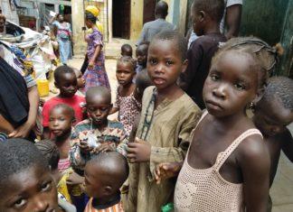Christliche Kinder in einem Flüchtlingslager von Maiduguri im Nordosten von Nigeria, Bundesstaat Borno. Sie mussten vor der Gewalt der islamistischen Terrormiliz Boko Haram fliehen. (August 2017) Foto CSI