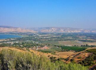 Ein Blick über das Jordantal, mit Blick auf das Galiläische Meer. Foto Cycling Man via Flickr, https://www.flickr.com/photos/tony709/9922864085, (CC BY-NC-ND 2.0)