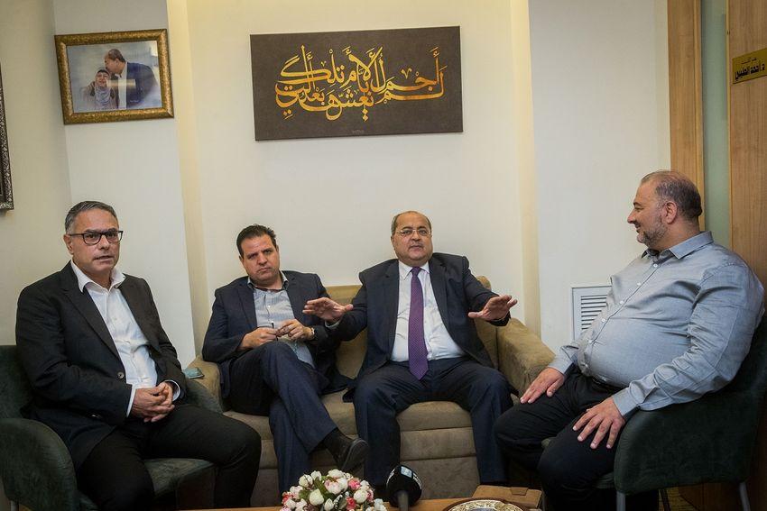 Der Vorsitzende der Gemeinsamen Arabischen Liste Ayman Odeh (2L) und die Parteimitglieder Ahmad Tibi (2R), Mtanes Shehadeh (L) und Abd al-Hakim Hajj Yahya. Foto Yonatan Sindel/Flash90