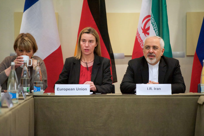 Die EU-Kommissarin Federica Mogherini mit dem iranischen Aussenminister Zarif, 2015. Foto U.S. Aussenministerium.