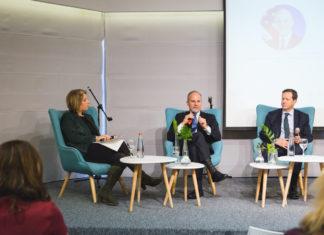 Elan Carr & Isaac Herzog im Gespräch, moderiert von NGO-Monitor-Vizepräsidentin Olga Deutsch. Foto Yelena Kvetny