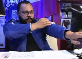 "Dieudonné mit ""Quenelle""-Geste. Foto Screenhsot Youtube"