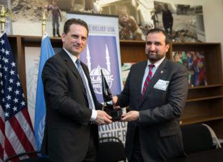 UNRWA-Generalkommissar Pierre Krähenbühl traf am 17. März 2015 den Vorstandsvorsitzenden von Islamic Relief USA, Anwar Ahmed Khan im UNRWA-Repräsentanzbüro in Washington, D.C. Foto UNRWA / Sarah Lord