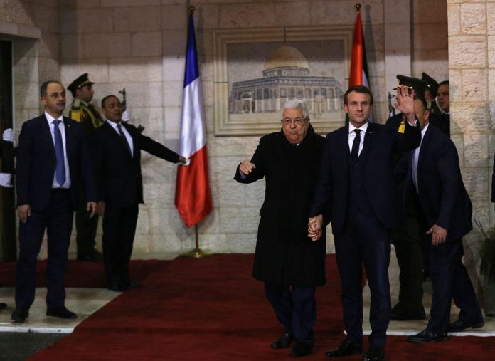 Treffen des französischen Präsidenten Emmanuel Macron mit dem Chef der Palästinensischen Autonomiebehörde (PA), Mahmoud Abbas in Ramallah, während seines Besuchs in Israel zum Gedenken an den Holocaust. Foto Wafa