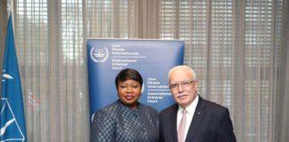 IStGH-Chef-Anklägerin Fatou Bensouda (links) trifft am 2. Dezember 2019 den palästinensischen Aussenminister Riyad al-Maliki. Foto Internationaler Strafgerichtshof Den Haag.