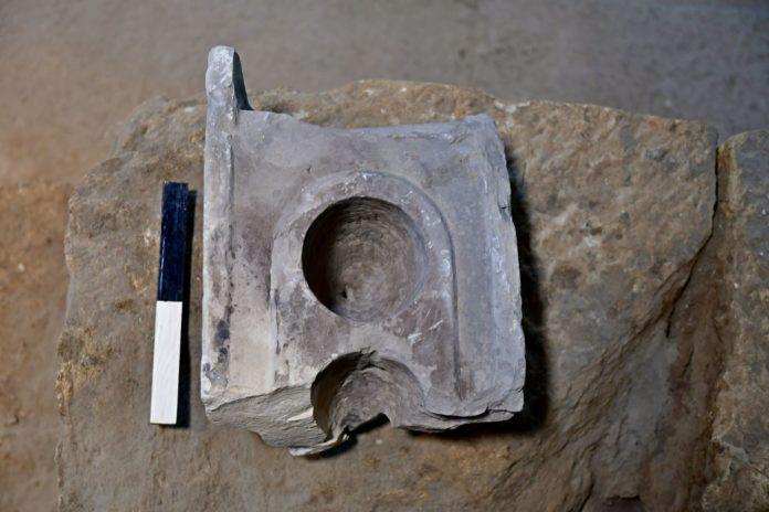 Unterseite des Messtisches der in Jerusalem gefunden wurde. Foto Ari Levi / Antikenbehörde