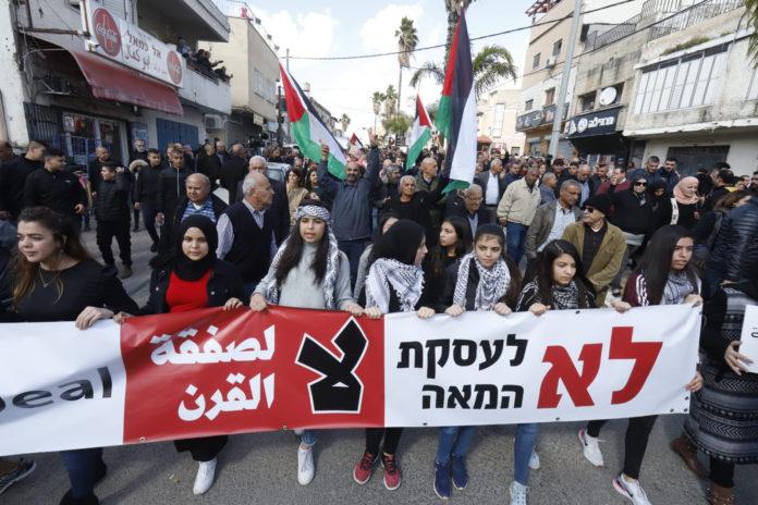 Demonstranten in Baqa al-Gharbiyye, die gegen den von US-Präsident Donald Trump veröffentlichten Nahost-Friedensplan protestierten. Baqa al-Gharbiyye, 1. Februar 2020. Foto Eitan Elhadez/TPS