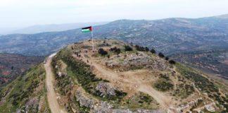 Die Flagge der Palästinensischen Autonomiebehörde weht über der Festung von Arama. Foto Shomrim Al Hanetzach