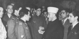 "Amin el Husseini im Gespräch mit islamischen Freiwilligen, u.a. der ""Legion Aserbaidschan, Berlin, 19.12.1942. Foto Bundesarchiv, Bild 147-0483 / CC-BY-SA 3.0, CC BY-SA 3.0 de, https://commons.wikimedia.org/w/index.php?curid=5337525"