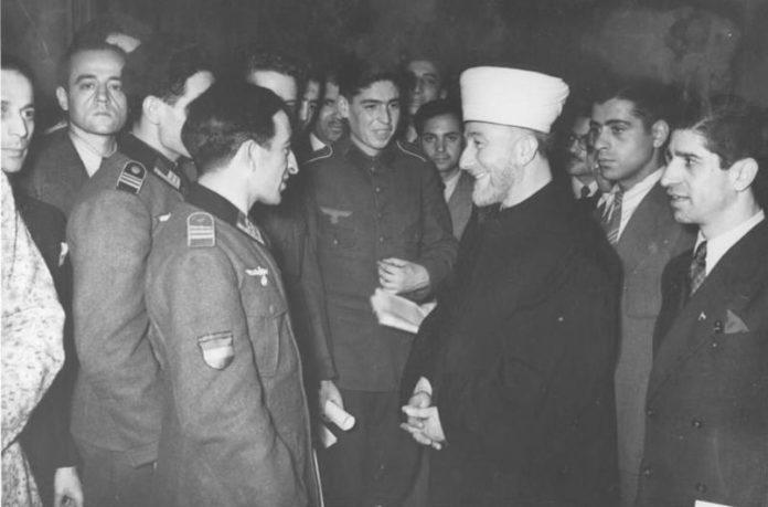 Amin el Husseini im Gespräch mit islamischen Freiwilligen, u.a. der