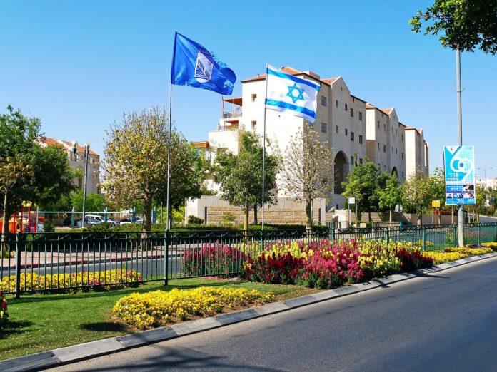 Die Siedlung Ma'ale Adumim am 69. Unabhängigkeitstag, 29 April 2017. Foto B1408, CC BY-SA 4.0, https://commons.wikimedia.org/w/index.php?curid=71206228
