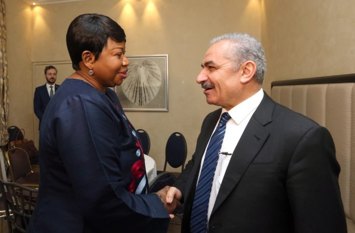 PA-Premierminister Muhammad Shtayyeh mit Fatou Bensouda. Foto Wafa / Government of Palestine