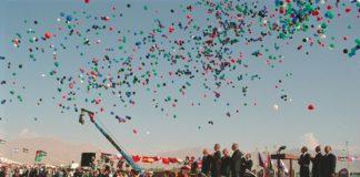 Zeremonie zur Unterzeichnung des israelisch-jordanischen Friedensvertrags am Arava-Terminal 26. Oktober 1994. Foto Government Press Office (Israel), CC BY-SA 3.0, https://commons.wikimedia.org/w/index.php?curid=22808120