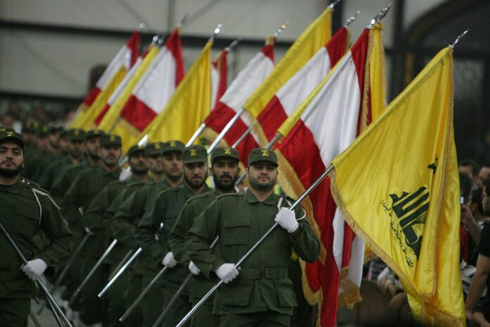 Hisbollah Kämpfer. Foto khamenei.ir - http://english.khamenei.ir/news/5127/Hezbollah-proved-it-s-obliged-to-Islam-s-humanitarian-rules-in, CC BY 4.0, https://commons.wikimedia.org/w/index.php?curid=65505222