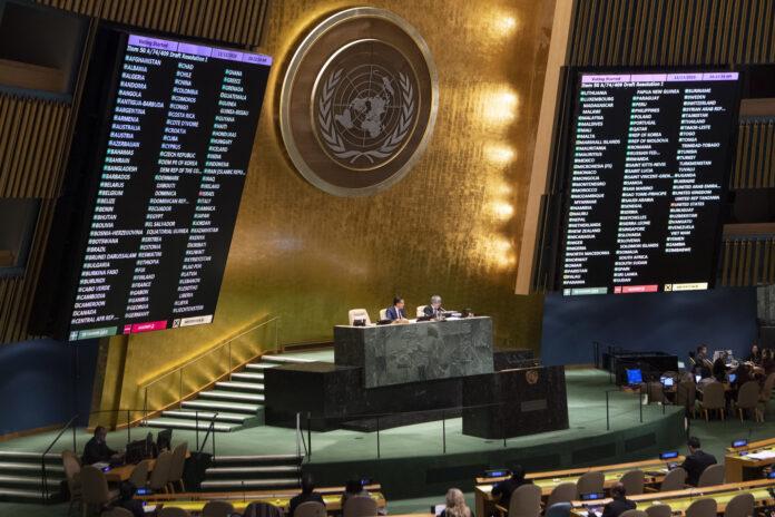 Die UNO-Vollversammlung stimmte über einen Bericht des Sonderausschusses für Politik und Entkolonialisierung über das Hilfswerk der Vereinten Nationen für Palästina-Flüchtlinge im Nahen Osten (UNRWA) ab. Der Bericht wurde mit 165 Ja-Stimmen, 2 Nein-Stimmen und 9 Enthaltungen angenommen. Foto UN Photo/Eskinder Debebe