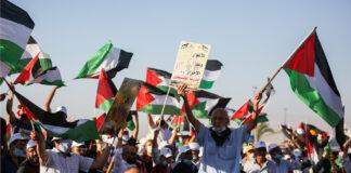 """Tausende Palästinenser nahmen am 22. Juni 2020 in der Stadt Jericho im Westjordanland an einer Kundgebung gegen den Plan Israels teil, Teile des """"Westjordanlandes zu annektieren"""". Foto Flash90"""