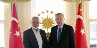 Der türkische Präsident Recep Tayyip Erdogan, rechts, mit dem Chef der Hamas-Bewegung, Ismail Haniyeh, vor ihrem Treffen in Istanbul am 1. Februar 2020. Foto Pressedienst des Präsidenten / Presidency Of The Republic Of Turkey.