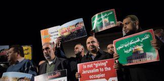 Proteste vor der amerikanischen Botschaft in Tel Aviv gegen die Entscheidung von US-Präsident Donald Trump, Jerusalem als israelische Hauptstadt anzuerkennen. Foto Yonatan Sindel/Flash90
