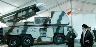 Iranisches Som Khordad Raketensystem. Foto Khamenei.ir, http://farsi.khamenei.ir/photo-album?id=26375, CC BY 4.0, https://commons.wikimedia.org/w/index.php?curid=79839620