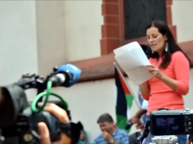Rede anlässlich Kundgebung Frieden und Gerechtigkeit für Gaza und Nahost vom 26. Juli 2014. Foto Screenshot Youtube https://www.youtube.com/watch?v=Myzoa7C8QnE