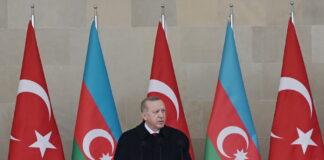 Recep Tayyip Erdoğan bei der Siegesparade 2020 in Baku, Aserbaidschan. Foto President.az, CC BY 4.0, https://commons.wikimedia.org/w/index.php?curid=97472329