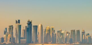 Die Skyline von Doha. Foto Francisco Anzola, CC BY 2.0, https://commons.wikimedia.org/w/index.php?curid=32181989