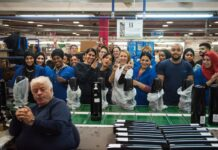 Mitarbeiter unterschiedlichster Herkunft in der SodaStream-Fabrik in Israel. Foto Sivan Faraj