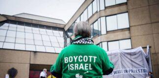 Ein Israel-Boykott-Protest bei einer Sitzung des Vorstands des belgischen Fussballverbands KBVB - URBSFA, Freitag, 20. März 2015 in Brüssel. Foto IMAGO / Belga