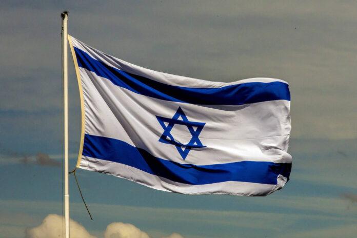 Die israelische Flagge weht im Wind an der Luftwaffen-Übung Blue Wings 2020. Foto IMAGO / Manngold