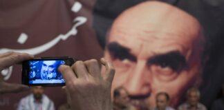 Bild von Irans verstorbenem Führer Ayatollah Ruhollah Khomeini in der Jamaran Moschee im Norden Tehrans. Foto IMAGO / ZUMA Wire