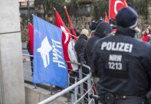 Bereitschaftspolizei bei einem Demo Einsatz in Dortmund mit nationalistischen türkischen Organisationen rund um die Grauen Wölfe. Foto IMAGO / Jochen Tack