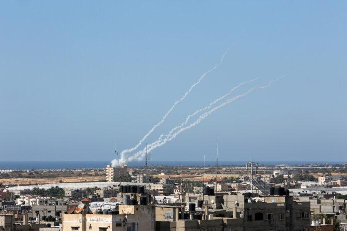 Raketen werden von palästinensischen Terrororganisationen aus Rafah, im südlichen Gaza-Streifen, auf Israel abgefeuert. 19. Mai 2021. Foto Abed Rahim Khatib/Flash90