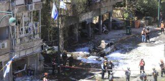 Direkteinschlag in ein Mehrfamilienhaus in Ramat Gan in Zentralisrael, während eines massiven Raketenangriffs aus dem Gazastreifen auf Israel. Ein Mann wurde dabei getötet. Ramat Gan, 15. Mai 2021. Foto Eitan Elhadez-Barak/TPS